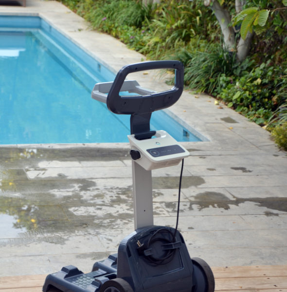 D couvrez le robot lectrique cross over 3 by dolphin for Robot piscine racer